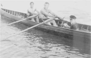 1920'ler Yüzücü, Sutopucu ve Kürekçi Meşhur Şeref Hüsam İki Çifte'nin hamlasında, sıvıryada Hilmi Sakacı