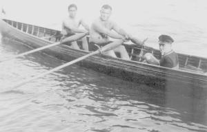 1927 yüzücü, sutopçu, kürekçi Şeref Hüsam iki çiftenin hamlasında, sıvıryada Hilmi Sakacı