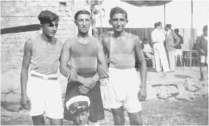 1929 yılında üç ahbap çavuş kürekçilerimiz Soldan sağa İbrahim Göktalay-Rüknettin Öztamur- Mehdi Ağaoğlu. Çömelen Serdümen Muzaffer Eser