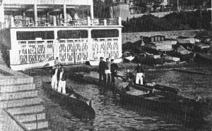 1933 Moda İskelesi önünde