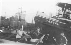 1933'te bir yarışa giderken. Serdümen Fethi Gürel, Hamla Bedii Gorbon, sıvırya Hilmi Sakacı
