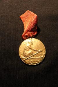 1938 Nevin Hassan'ın kazandığı bir kürek madalyası