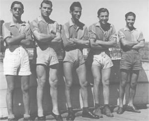 1942 yılında Mukavemet  Galatasaray 4 teki Soldan sağa  Serdümen Kemal-Petro-Hayri- Turhan-Selim