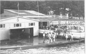 1950'ler Onarıldıktan sonra kayıkhanenin önündeki iskelemiz ve büyük ahşap teras