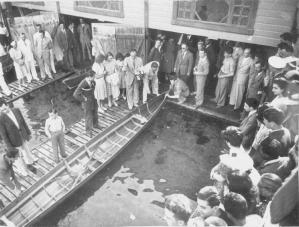 1951 lokalin açılışı soldan sağa Şevket Davran, Ekrem Rüştü Akömer, Osman Müeyyet Binzet, Ahmet Adem Göğdün, Leon Mitrani, Akgün Usta