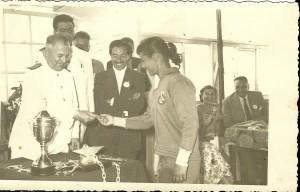 1957, 1 Temmuz Ünal Yaman Madalyasını alırken