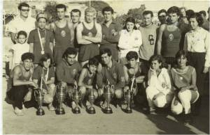1964–1965 Hasan Ali–İnci-Erdal-Turgut-Remzi-Emin-...- Cüneyt-Mehmet-Nur. Çömelenler Fethi-Hale-AhmetMehmet-Emir-Ahmet
