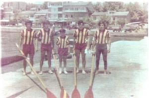 1970 Geçilmez Armada soldan Ahmet Şenkal-Mehmet Ayata-Dm. Hüseyin Özer-Celal Gürsoy-Erdinç Karaer Kartalda yarıştan önce.